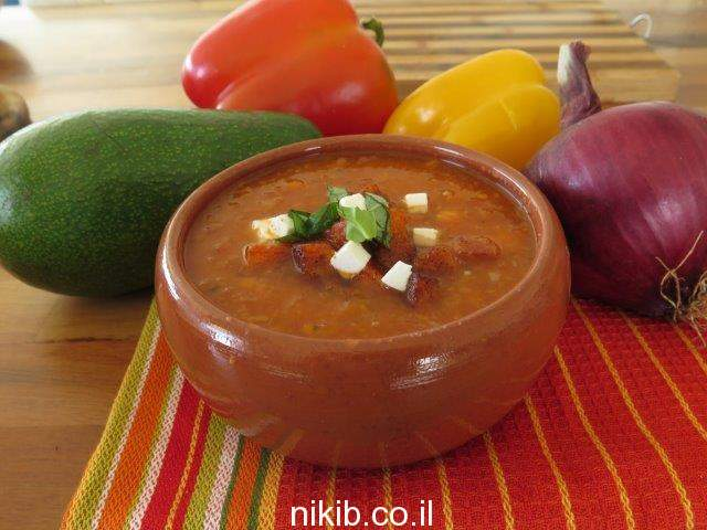 מרק עגבניות מוקרם עם קרוטונים