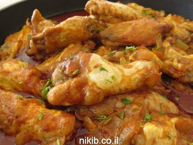 ארוחת צהריים פתיתים עם כנפיים