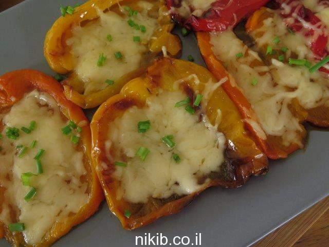 פלפלים קלויים עם גבינה