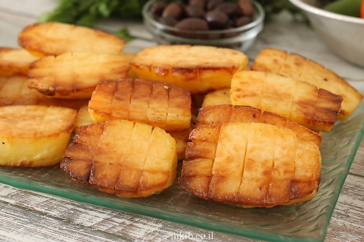 תפוחי אדמה מחורצים בתנור