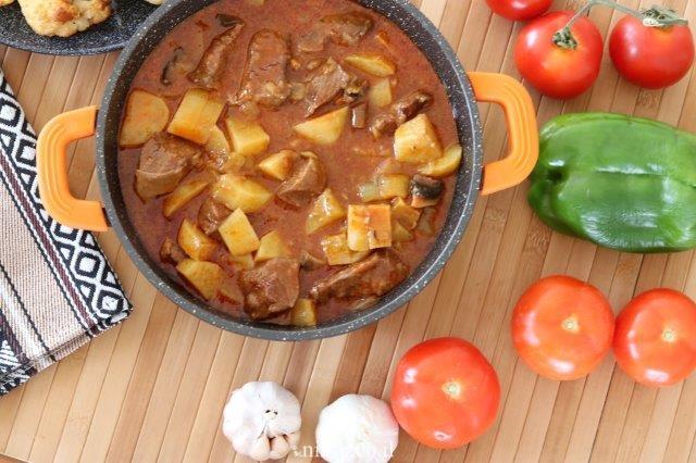 בשר צלי עם פטריות ותפוחי אדמה