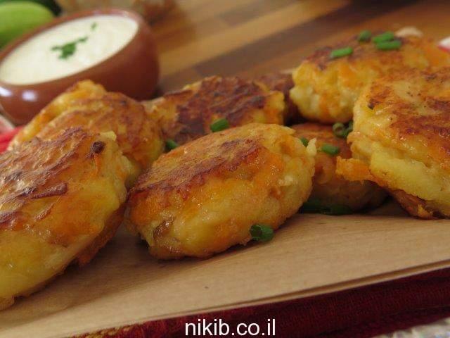 לביבות תפוחי אדמה ובטטה עם גבינות