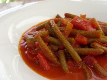 שעועית ירוקה ברוטב עגבניות ופלפלים