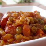 נקניקיות עם ירקות פתיתים – ארוחת ילדים מלאה