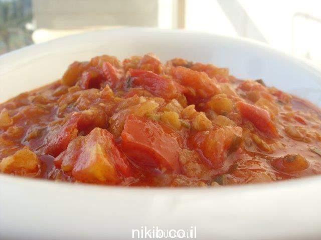 תבשיל עגבניות ועדשים