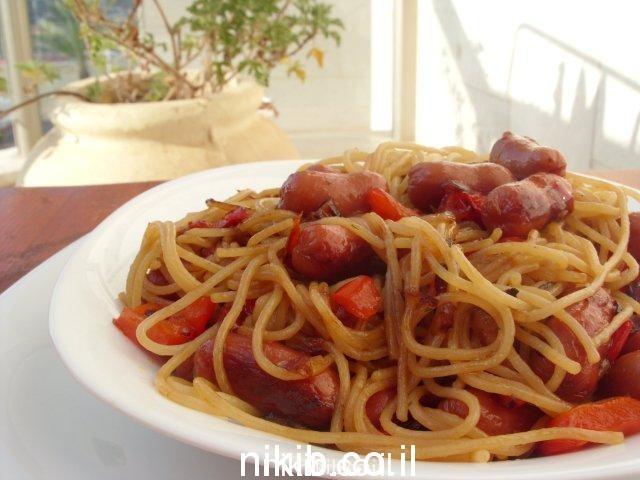 נקניקיות מוקפצות עם ספגטי