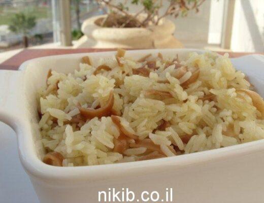 אורז עם אטריות רחבות מטוגנות