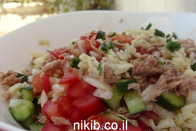 סלט אורז טונה וירקות