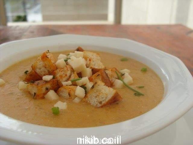 מרק ארטישוק ירושלמי עם קרוטונים
