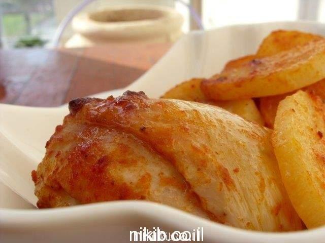 עוף אפוי עם תפוחי אדמה