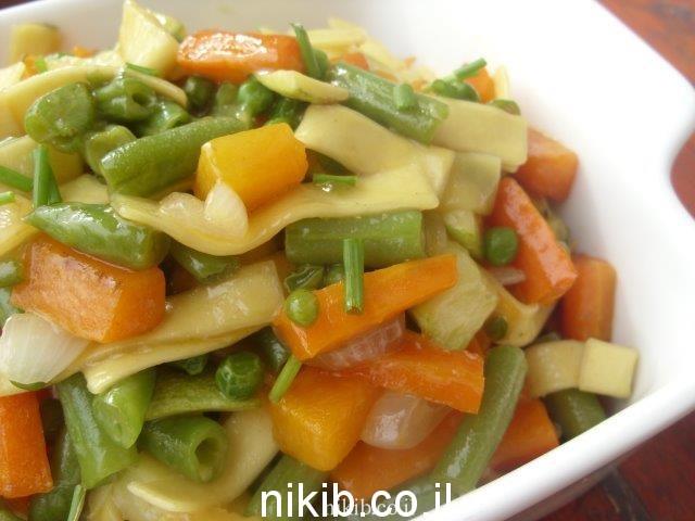 אטריות רחבות מוקפצות עם ירקות