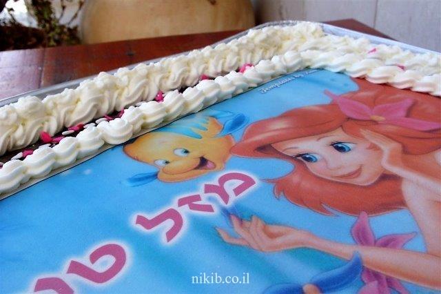 עוגת שוקולית גדולה ליום הולדת