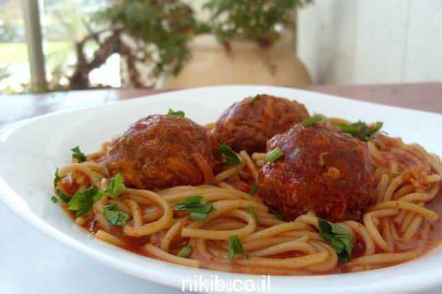כדורי בשר וספגטי ארוחה שלמה בסיר אחד