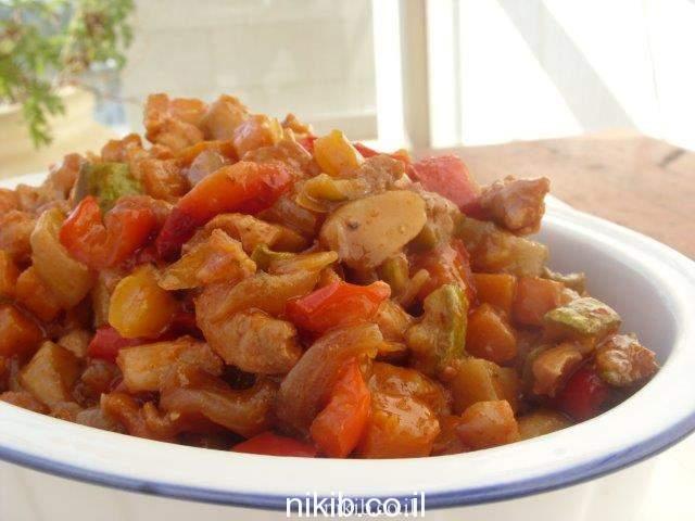 תבשיל ירקות עם נתחי עוף