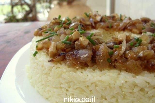 אורז עם הרבה בצל