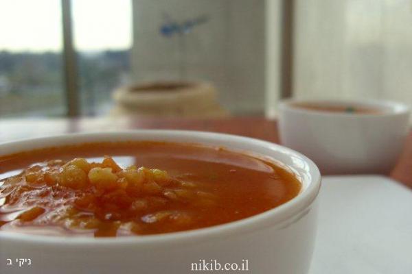 מרק עגבניות ועדשים