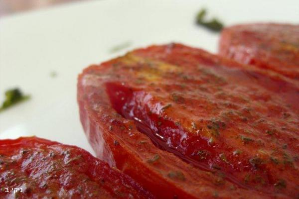 עגבניות צלויות ומתובלות / בסוף השבוע מכינים דברים טובים במטבח